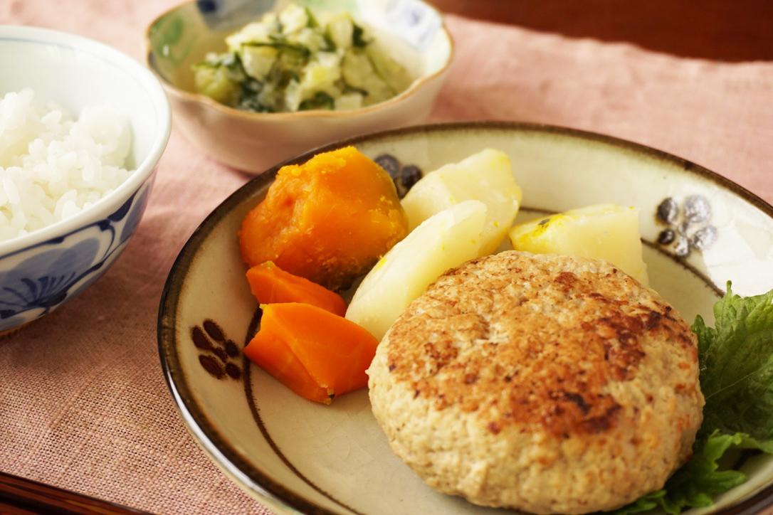 ポークハンバーグ、洋風温野菜、コールスロー