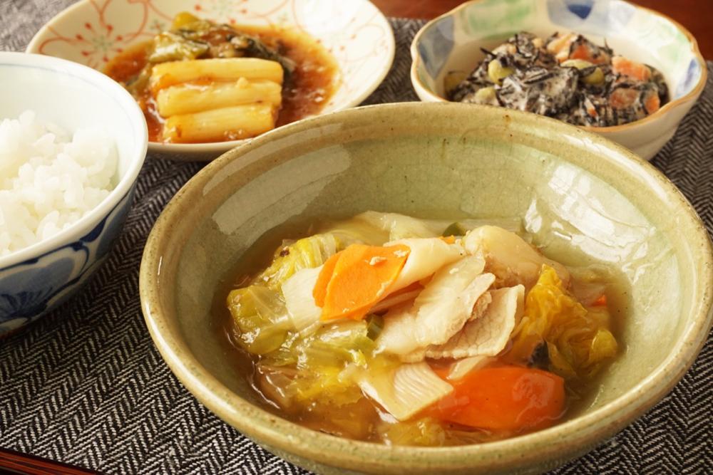 筍入り八宝菜、青梗菜と長ネギの麻婆風、ひじきサラダ